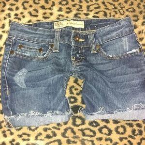 BKE Starlite freyed hem denim shorts (23)